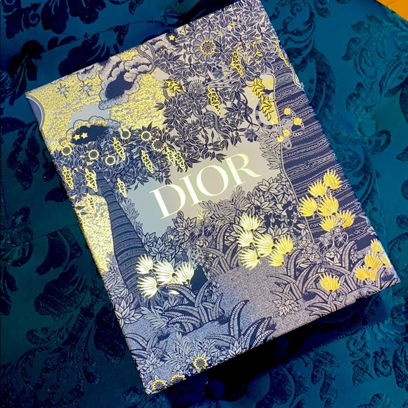 Dior box and paper